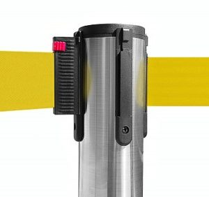 colonnina-segna-percorso-acciaio-lucido-base-piatta-nastro-giallo-3-metri-1