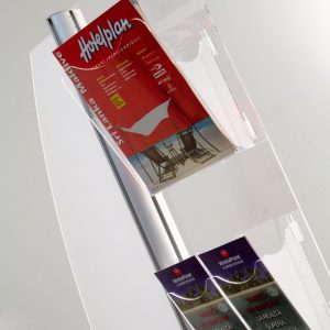 espositore-pubblicitario-da-pavimento-con-quattro-tasche-portadepliant-in-plexiglass-e-vela-personalizzabile-dettaglio_1-2