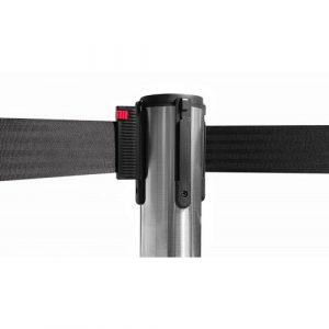 colonnina-segna-percorso-acciaio-lucido-base-piatta-nastro-nero-3-metri-1
